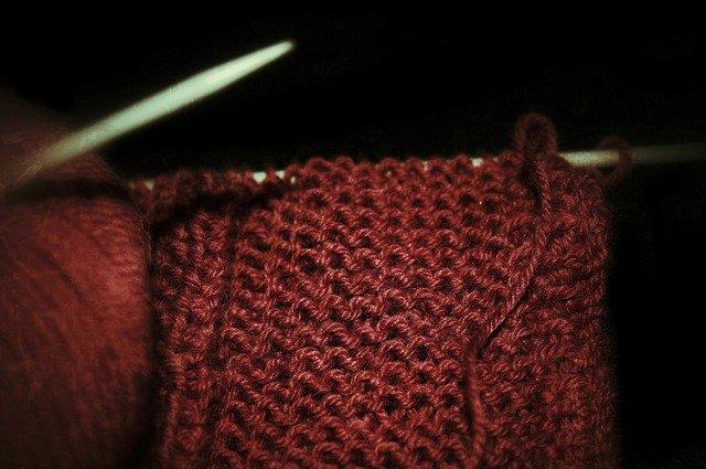 Lavorare a maglia: come fare la maglia rasata