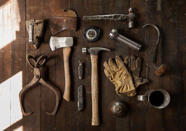 Cinque riparazioni in casa fai da te: ecco tutti i trucchi e consigli.