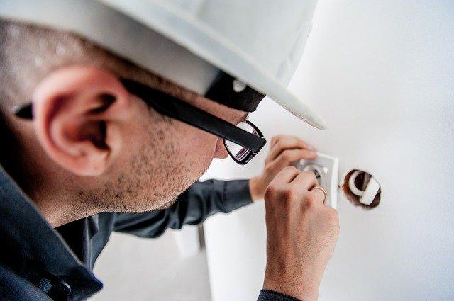 Piccole riparazioni in casa fai da te: quando si può evitare un professionista?