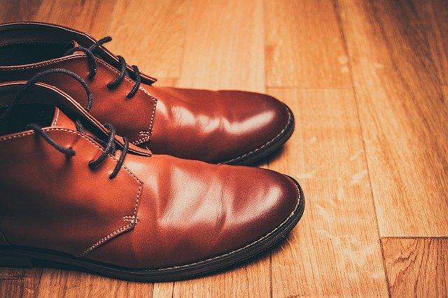Scarpa stringata: che tipo di calzatura è? Quanto costa? Quali sono i modelli più venduti?