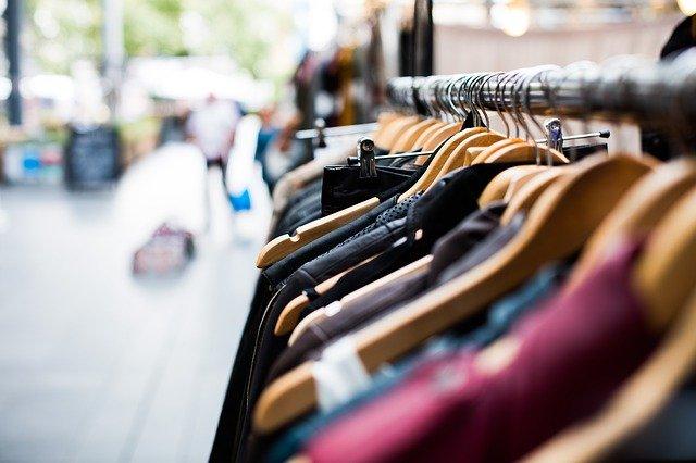 Mangano abbigliamento: dove si trovano i suoi punti vendita? Che capi offre?